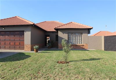 Rustenburg, Waterkloof East Property  | Houses For Sale Waterkloof East, Waterkloof East, House 3 bedrooms property for sale Price:1,460,000
