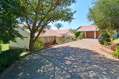 House for sale in Constantia Kloof And Ext