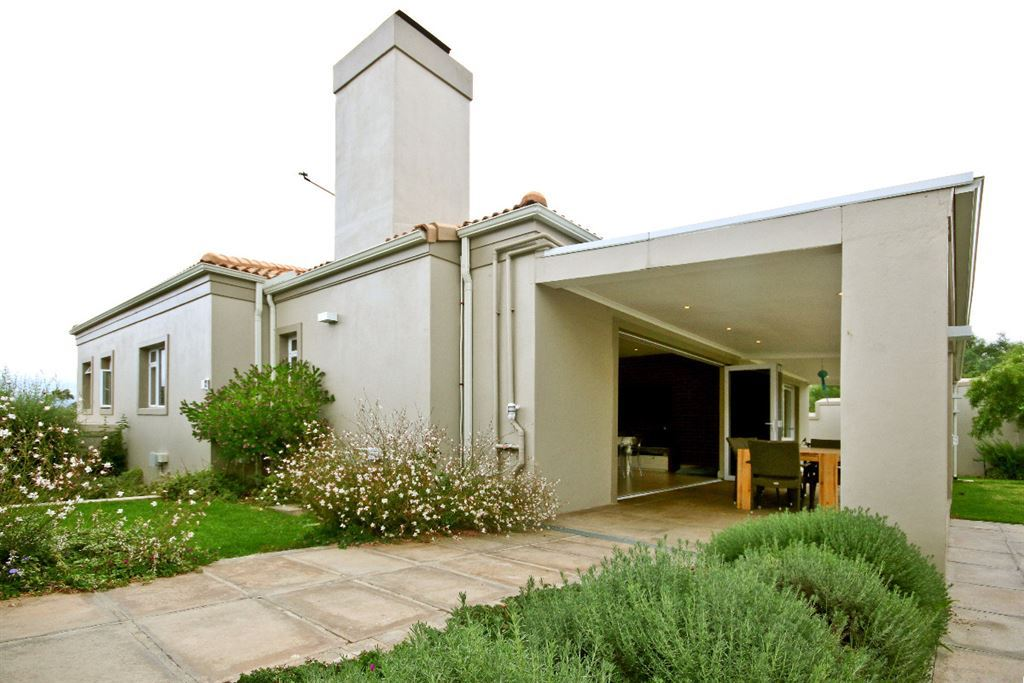 A home for relaxing and entertaining in Somerset West