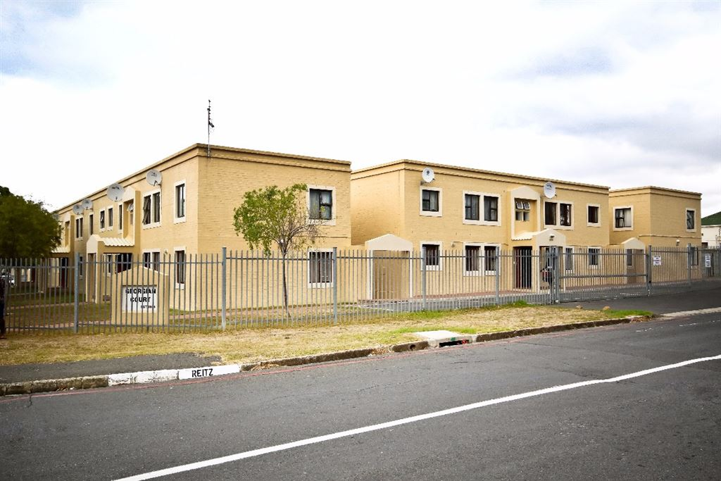 Affordable and Central in Somerset West.