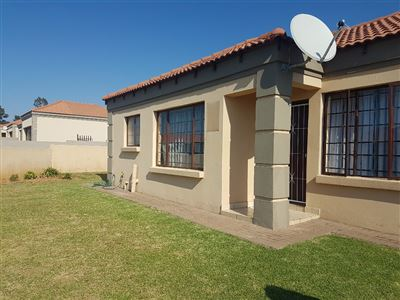 Property and Houses for sale in Jackaroo Park, Townhouse, 3 Bedrooms - ZAR 644,000