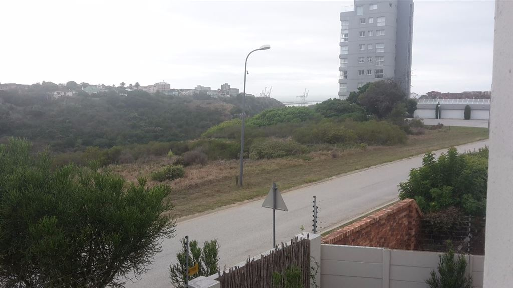 Suburb Apartment overlooking Bakens Valley & The Sea