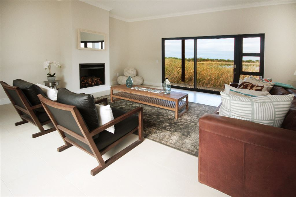 One of the last in Sea View Lake, Somerset West