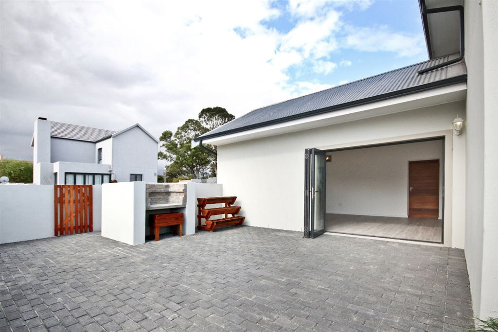 Lovely designed home. No Transfer DUTY. Westridge