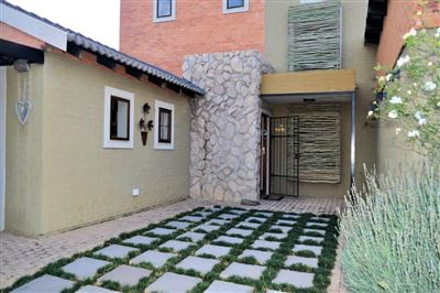 House for sale in Waterval East