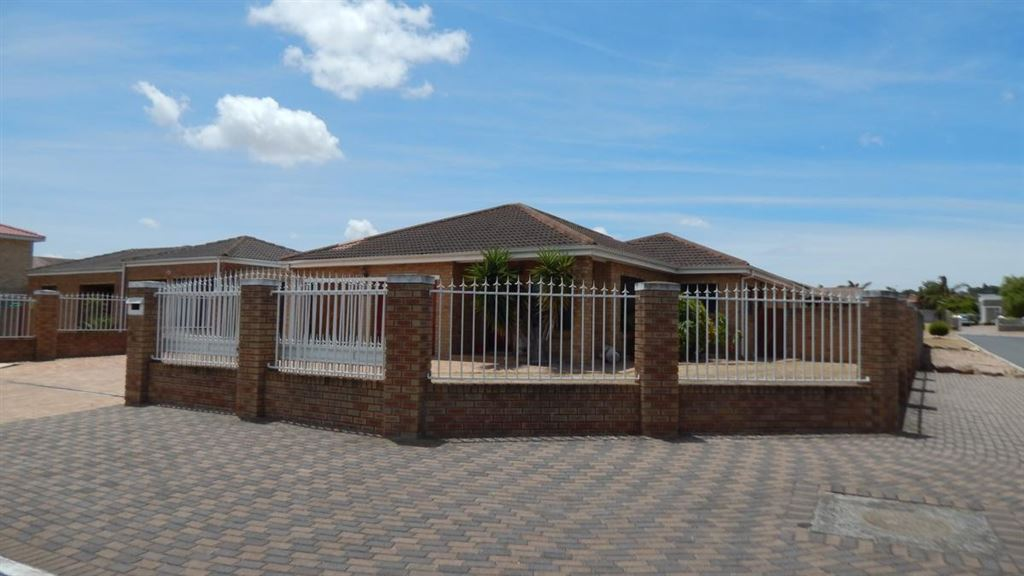 3 Bedrooms, 2 Bathrooms and swimming pool, Brackenfell