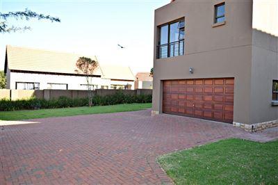 Hartbeespoort, Leloko Property    Houses For Sale Leloko, Leloko, House 4 bedrooms property for sale Price:1,950,000