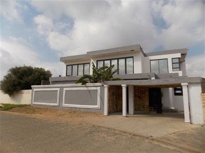 Dobsonville Ext 3 property for sale. Ref No: 13477059. Picture no 18