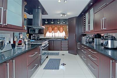 Johannesburg, Sophiatown Property    Houses For Sale Sophiatown, Sophiatown, House 4 bedrooms property for sale Price:1,585,000