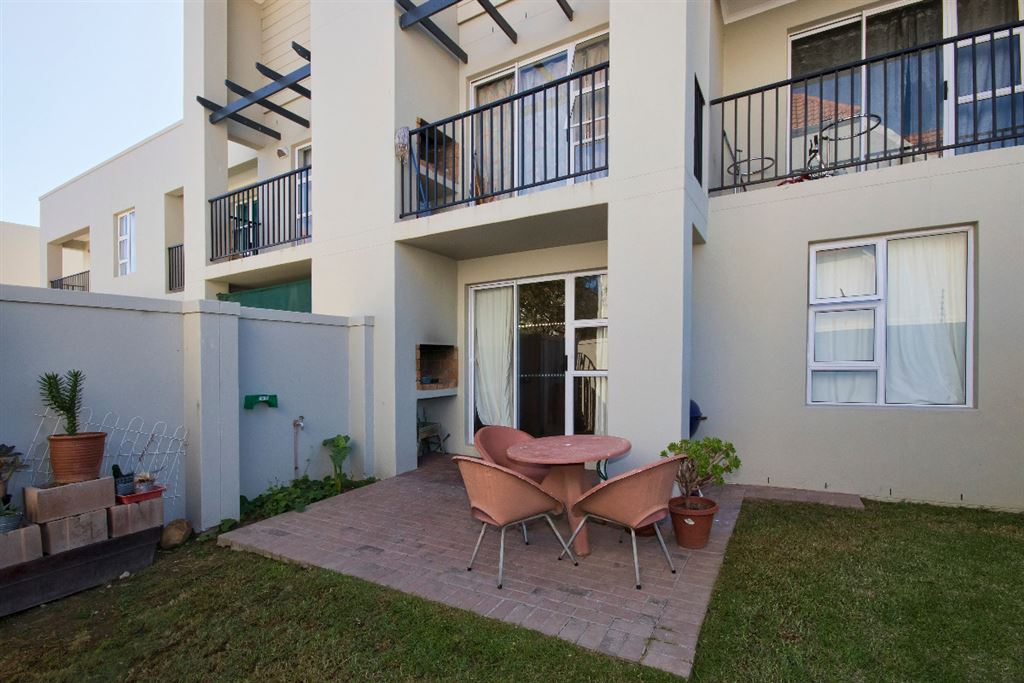 2 Bedroom ground floor flat in Gordon's Bay