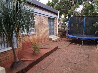Amanzimtoti, Amanzimtoti Property  | Houses To Rent Amanzimtoti, Amanzimtoti, Townhouse 3 bedrooms property to rent Price:,  9,00*