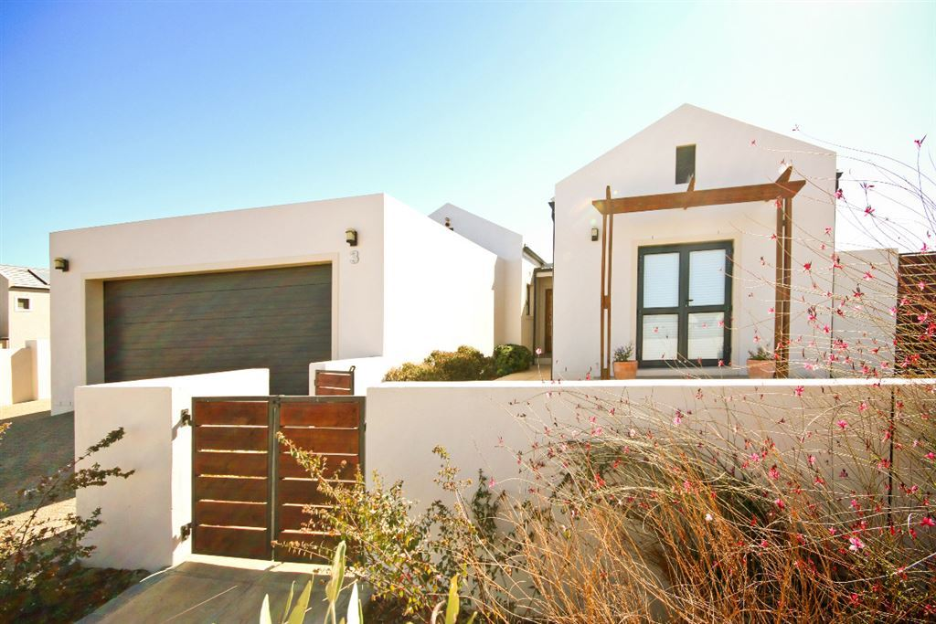 Immaculate Home offers Luxury Living in Somerset West