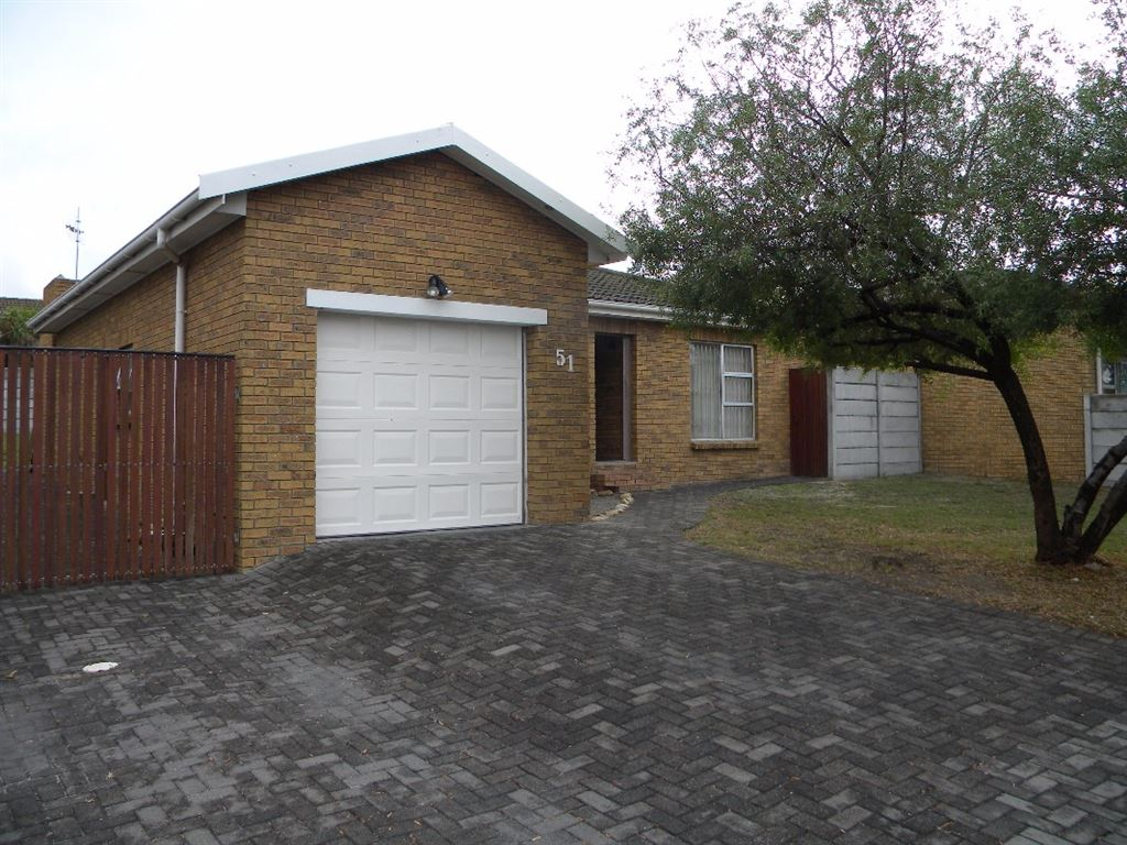 Face Brick 3 bedroom townhouse for sale in Protea Heights