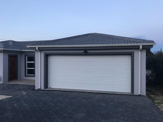 Excellent new 4 bedroom home in Uitzicht