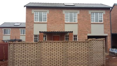 Townhouse for sale in Raslouw Ah