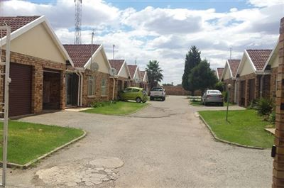 Klerksdorp, La Hoff Property  | Houses To Rent La Hoff, La Hoff, Townhouse 2 bedrooms property to rent Price:,  3,50*