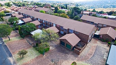 Roodepoort, Wilro Park & Ext Property    Houses For Sale Wilro Park & Ext, Wilro Park & Ext, Townhouse 4 bedrooms property for sale Price:929,000
