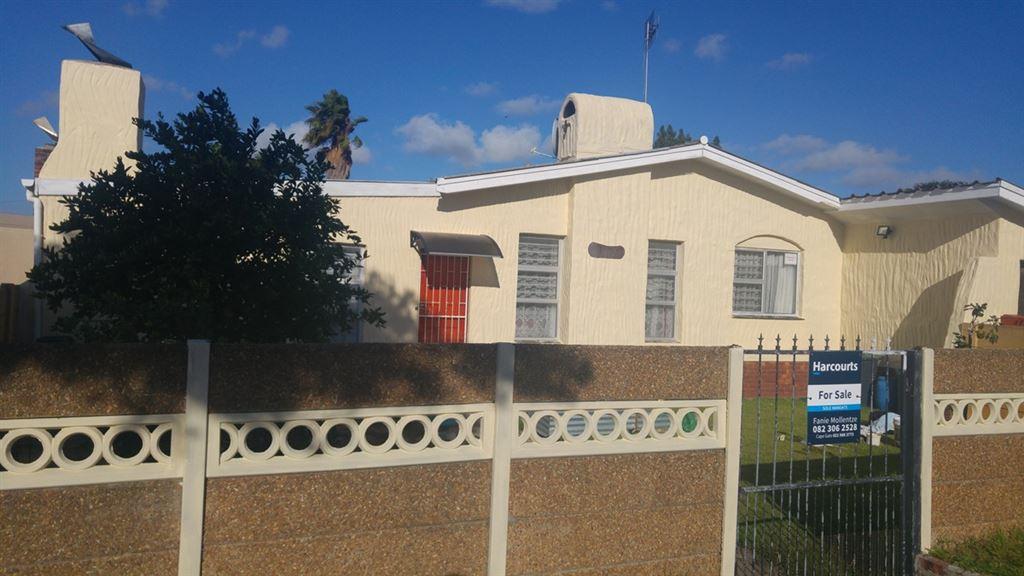 3 or 4 Bedrooms - Pool - Darwin Road - Kraaifontein