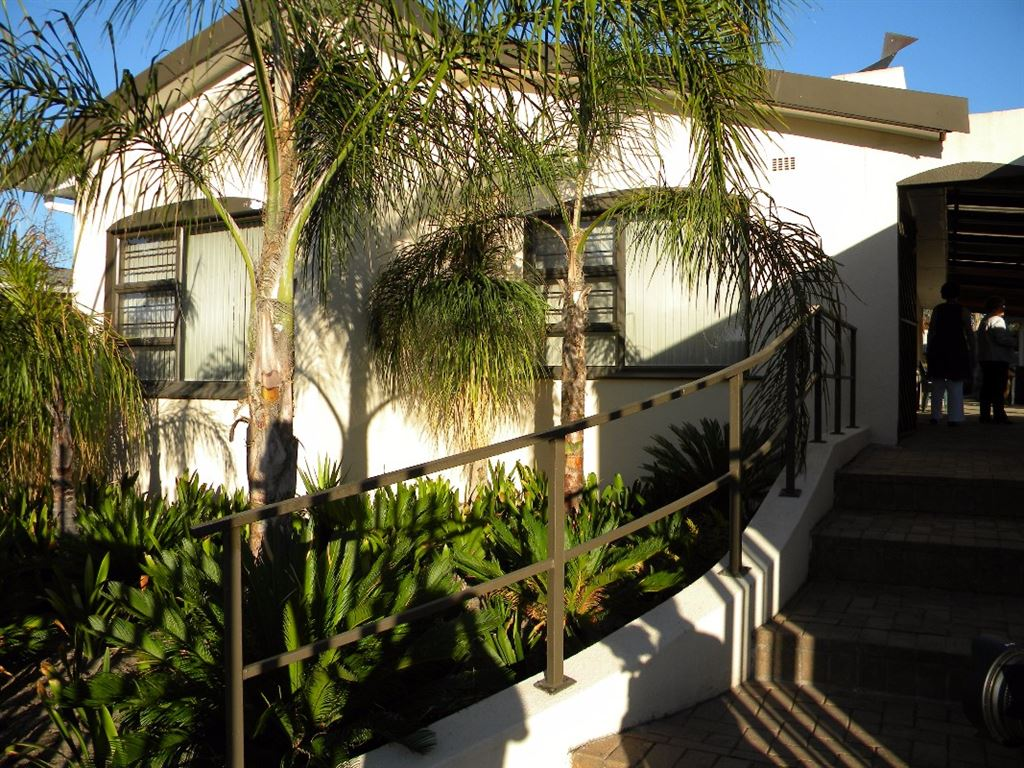 5 Bedroom house for sale in Oakglen Bellville
