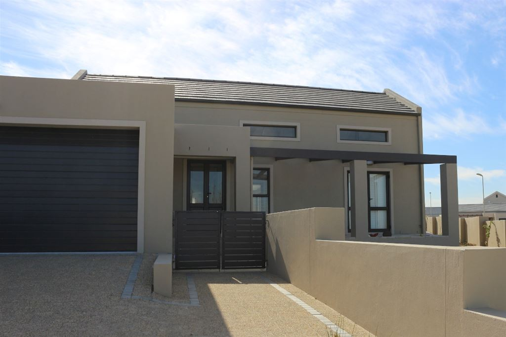 Dream family Home in Lifestyle Estate, Somerset West