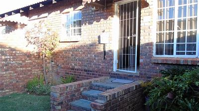 Bloemfontein, Pentagon Park Property    Houses For Sale Pentagon Park, Pentagon Park, Townhouse 2 bedrooms property for sale Price:600,000