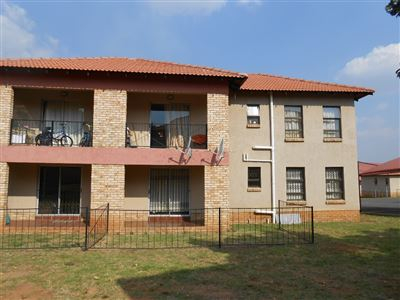 Roodepoort, Groblerpark Property  | Houses For Sale Groblerpark, Groblerpark, Townhouse 2 bedrooms property for sale Price:595,000