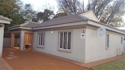 Stilfontein, Stilfontein Property  | Houses To Rent Stilfontein, Stilfontein, Townhouse 3 bedrooms property to rent Price:,  5,00*