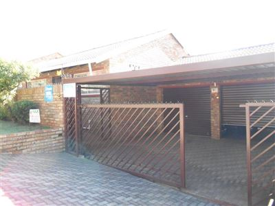 Krugersdorp, Noordheuwel & Ext Property  | Houses For Sale Noordheuwel & Ext, Noordheuwel & Ext, Townhouse 3 bedrooms property for sale Price:1,200,000