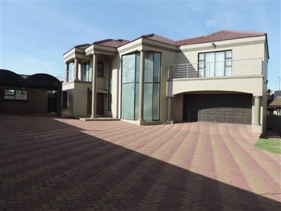 Roodepoort, Horison View Property  | Houses For Sale Horison View, Horison View, House 5 bedrooms property for sale Price:2,500,000