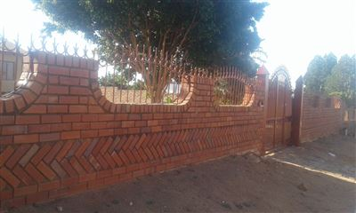 Property and Houses for sale in Soshanguve South, House, 3 Bedrooms - ZAR 450,000