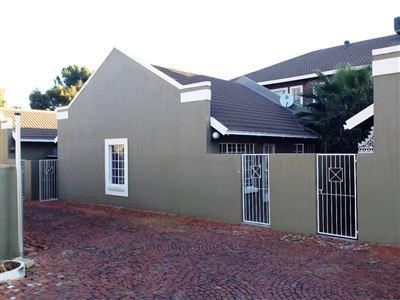 Bloemfontein, Westdene Property  | Houses For Sale Westdene, Westdene, Townhouse 2 bedrooms property for sale Price:590,000