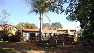 Property and Houses for sale in Garsfontein, House, 4 Bedrooms - ZAR 1,695,000