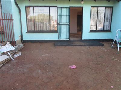 Soweto, Protea Glen Property  | Houses For Sale Protea Glen, Protea Glen, Townhouse 2 bedrooms property for sale Price:420,000