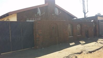 Soweto, Chiawelo Ext 2 Property  | Houses For Sale Chiawelo Ext 2, Chiawelo Ext 2, House 3 bedrooms property for sale Price:699,000