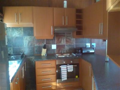 Athlone Park property to rent. Ref No: 13501512. Picture no 5