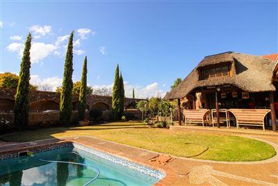 Bloemfontein, Langenhovenpark Property  | Houses For Sale Langenhovenpark, Langenhovenpark, House 5 bedrooms property for sale Price:3,150,000