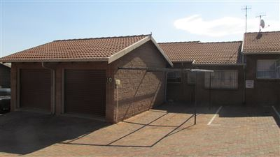 Roodepoort, Lindhaven & Ext Property  | Houses For Sale Lindhaven & Ext, Lindhaven & Ext, Townhouse 2 bedrooms property for sale Price:600,000
