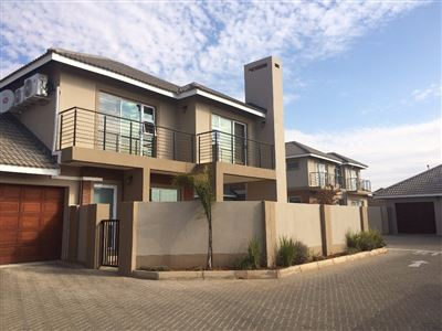 Bloemfontein, Lilyvale Property  | Houses For Sale Lilyvale, Lilyvale, Townhouse 4 bedrooms property for sale Price:2,100,000