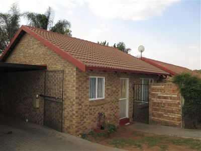 Property and Houses for sale in Garsfontein, Townhouse, 2 Bedrooms - ZAR 705,000