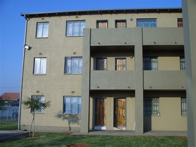 Roodepoort, Fleurhof Property  | Houses For Sale Fleurhof, Fleurhof, Townhouse 2 bedrooms property for sale Price:350,000
