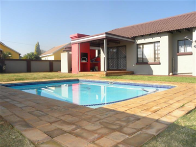 Property and Houses for sale in Doornpoort Ext 2, House, 3 Bedrooms - ZAR 1,490,000