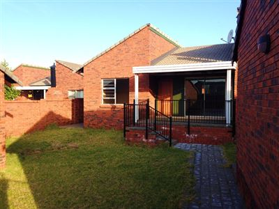 Bloemfontein, Pentagon Park Property    Houses For Sale Pentagon Park, Pentagon Park, Townhouse 3 bedrooms property for sale Price:1,350,000