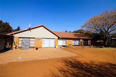 Bloemfontein, Universitas Property  | Houses For Sale Universitas, Universitas, House 4 bedrooms property for sale Price:1,560,000