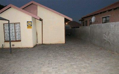 Tlhabane West property for sale. Ref No: 13508060. Picture no 1