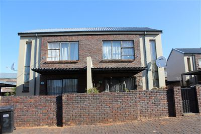 Krugersdorp, Sugar Bush Estate Property  | Houses For Sale Sugar Bush Estate, Sugar Bush Estate, Townhouse 2 bedrooms property for sale Price:760,000