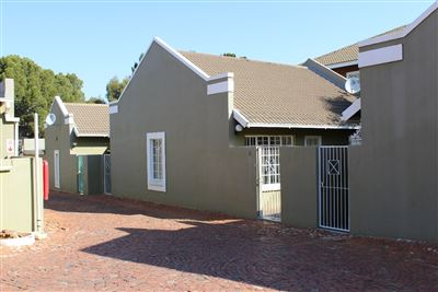 Bloemfontein, Westdene Property  | Houses For Sale Westdene, Westdene, Townhouse 2 bedrooms property for sale Price:675,000