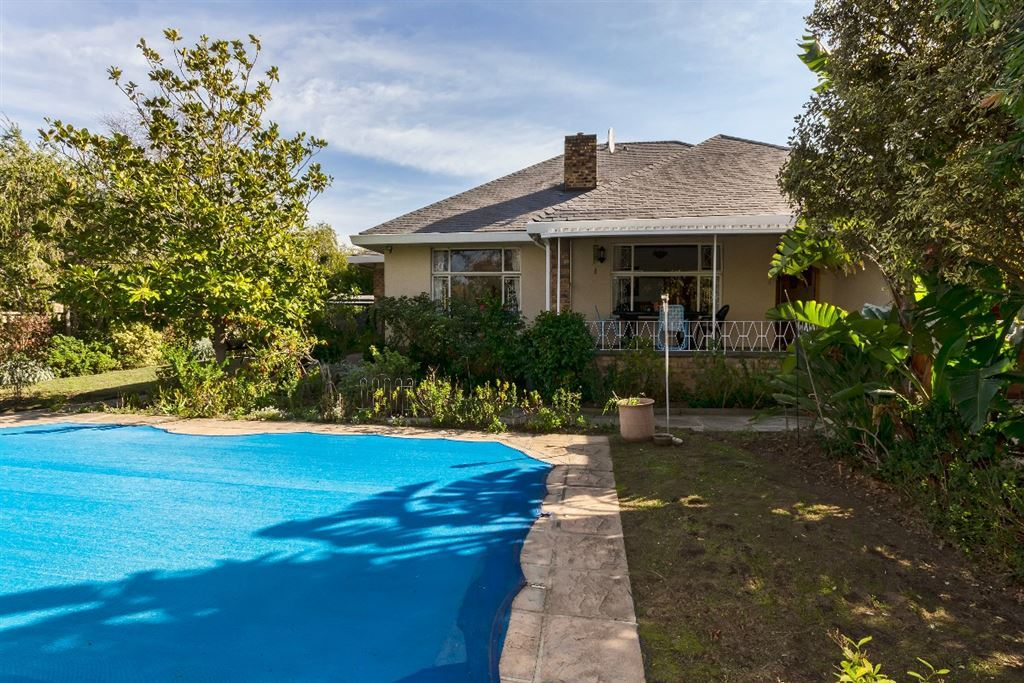 Comfy Family Home In Sought After Somerset West Area