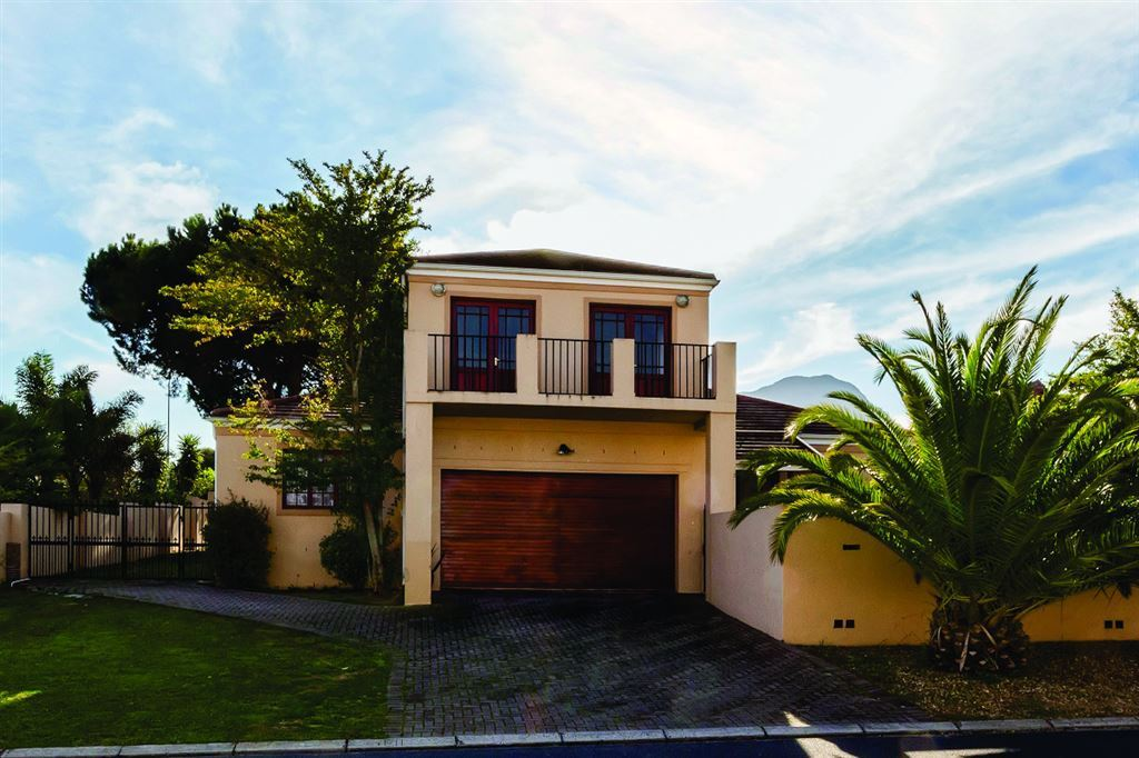Spacious Family Home in Somerset West