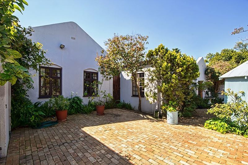 Charming Somerset West Home in Tranquil Garden