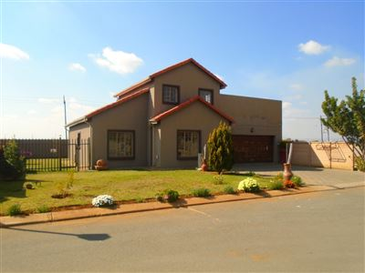 Rustenburg, Waterkloof East Property  | Houses For Sale Waterkloof East, Waterkloof East, Townhouse 3 bedrooms property for sale Price:1,160,000